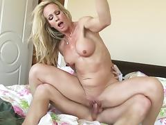 Bedroom experience along horny milf in heats