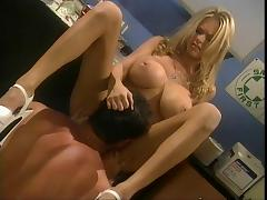 Dude drills beautiful Briana Banks in chemistry lab