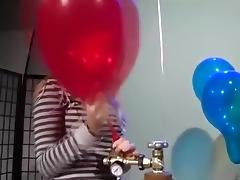 Girls to pump inflate balloons pop to blow