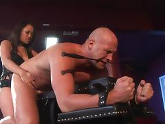Thick guy strapon fucked by the dildo of sexy Annie Cruz