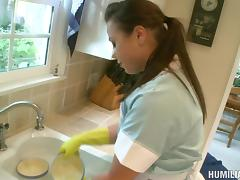 Blindfolded girl is penetrated in the kitchen just how she likes it