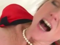 Horny milf gets oral then sucks cock for this lucky guy