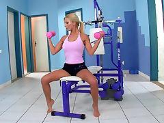 Blonde Nympho Masturbates While Doing Exercise