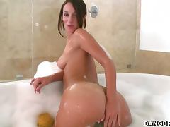Jada stevens display her juicy and round butt