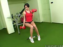 Sexy brunette fingers and toys herself after training in gym