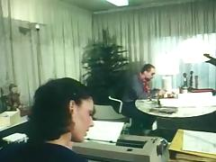 German secretary gets fucked in an office in retro clip