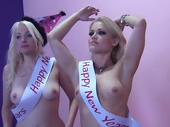 Ash Hollywood and Jenna Ivory share a BBC in hardcore FFM clip